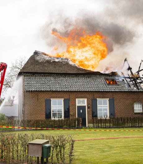 Boerderijmuseum Grutje gaat in Hilvarenbeek in vlammen op: 'Hartverscheurend voor familie'