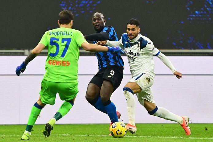 Palomino en doelman Sportiello beletten Lukaku te scoren.