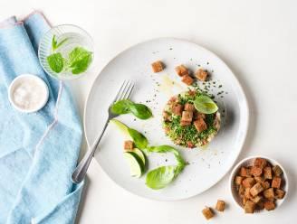 Lunch deluxe: tartaar van maatjes op bruin brood met een frisse toets