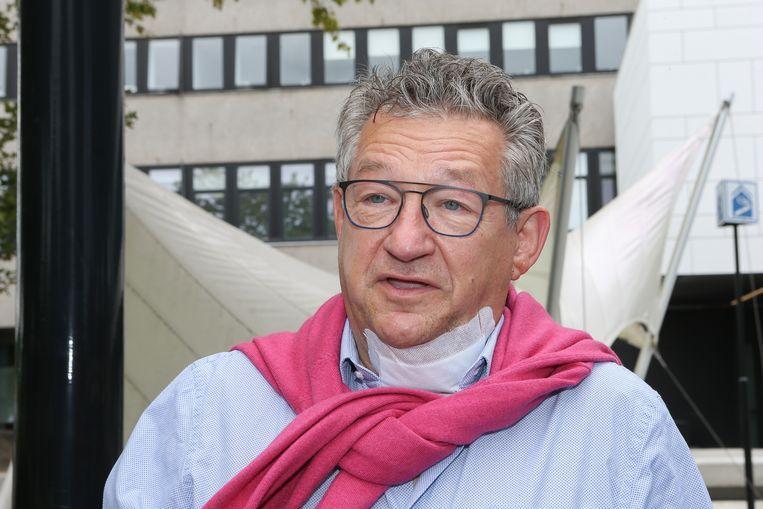 Dirk De fauw verlaat het ziekenhuis Beeld DM