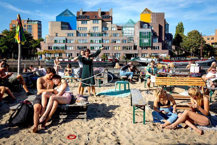 Het wordt dit weekend prima paasweer. Ideaal, want het strandje van Roest is weer open. Beeld Dingena Mol