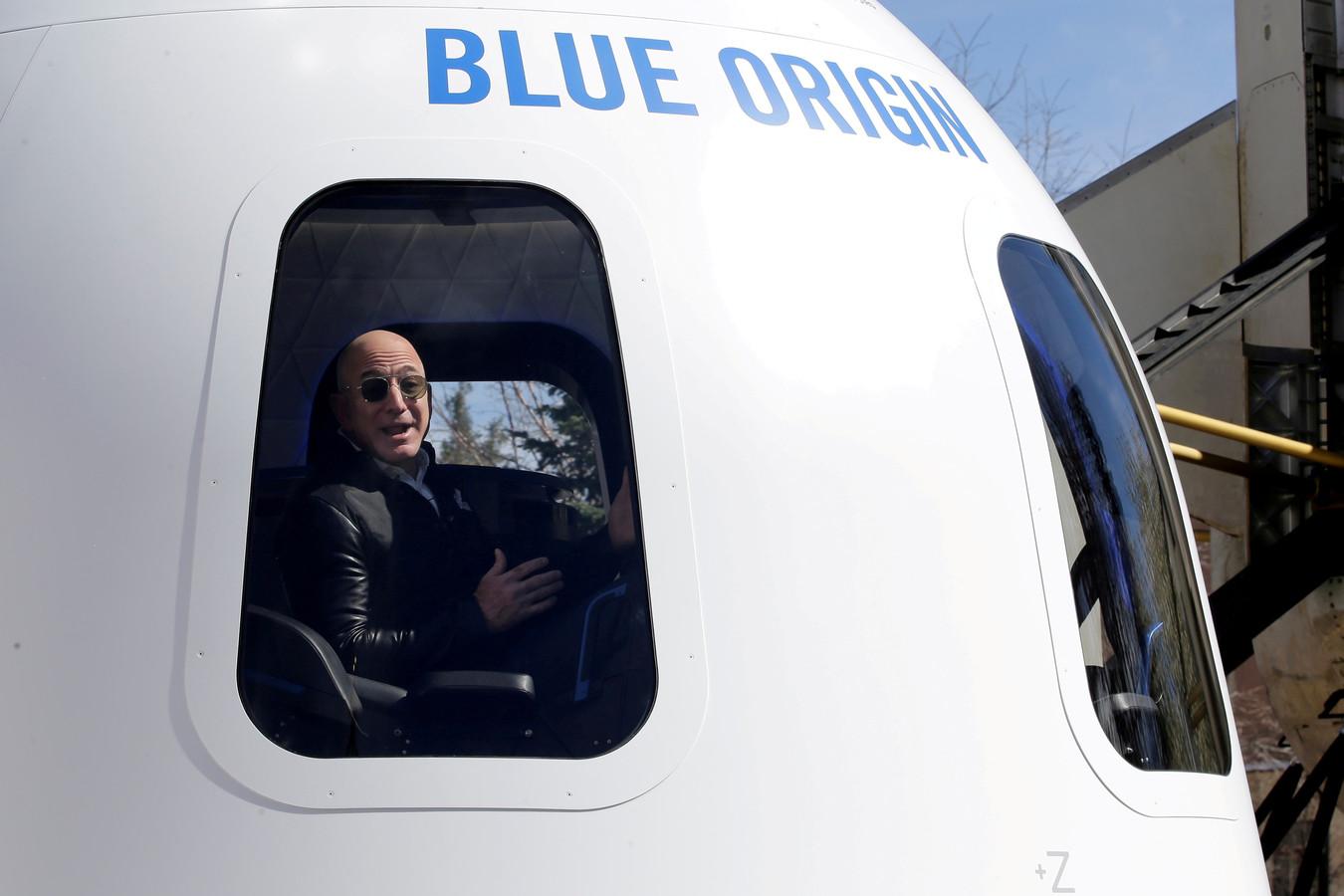 Jeff Bezos is in de race met Richard Branson om de eerste toerist in de ruimte te worden.