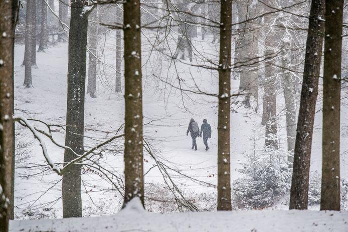 Voetgangers blijven bij sneeuwval welkom op de Posbank. Auto's niet, als de sneeuw voor gevaarlijke toestanden zorgt.