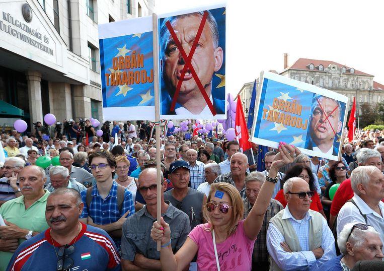 Hongaars anti-Orbán-protest in 2018, toen de EU sancties tegen het land overwoog wegens zijn anti-migratiebeleid.  Beeld Getty Images