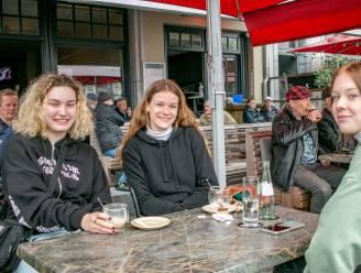 """""""Vandaag houden we onze eigen kroegentocht"""": drie vriendinnen gaan 12 uur lang op café"""