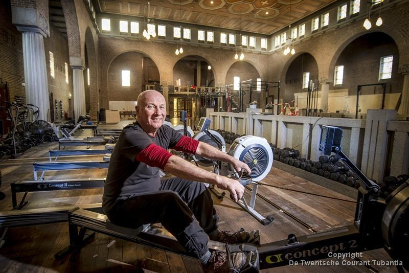 Eigenaar Jan van Delden van CrossFit Twente denkt nog twee weken nodig te hebben om de voormalige Pauluskerk geheel te hebben ingericht als sportschool. Er kan al wel worden getraind.