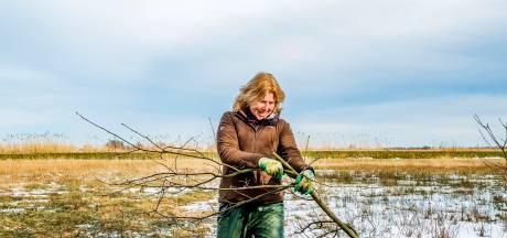Grarda (60) stopte na burn-out met werken en trok de natuur in: 'Ben weer helemaal opgebloeid'