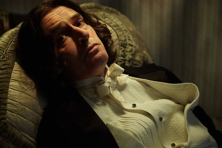 Rupert Everett als Oscar Wilde in The Happy Prince. Beeld null