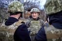 Le président ukrainien Volodymyr Zelensky sur le front séparatiste