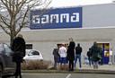 Bij de Gamma in Boxtel was het zaterdag nog redelijk druk. Veel mensen komen bij dit afhaalpunt een pakketje ophalen van PostNL.