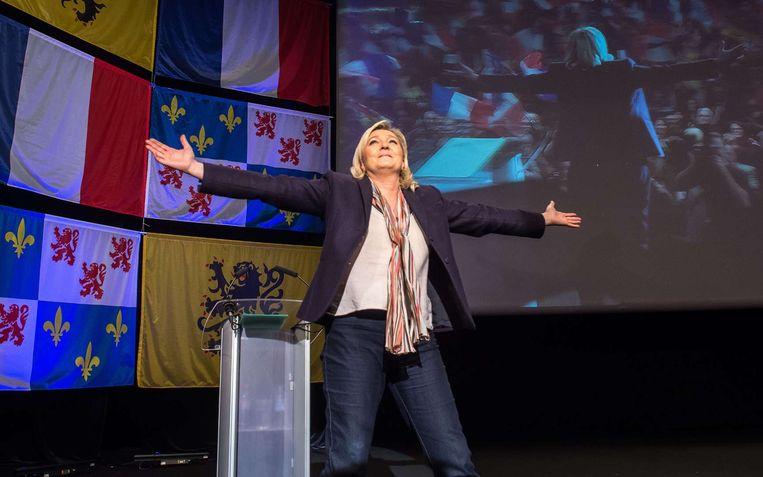 Marine Le Pen op campagne in Picardië, waar ze de dans leidt. Beeld AFP
