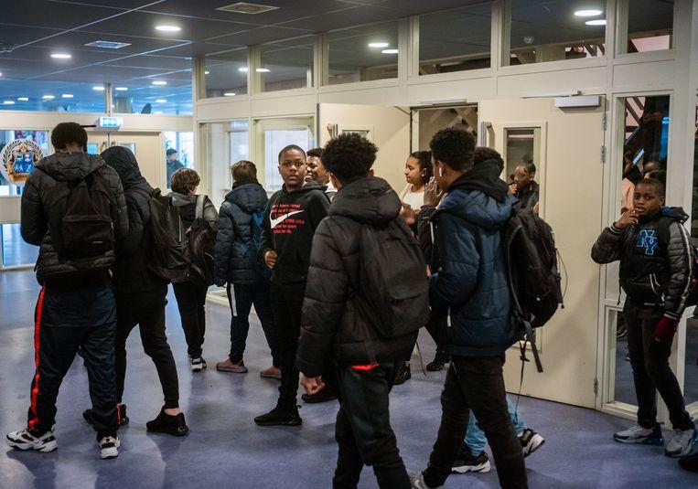 Het Bindelmeer College wil een veilige haven zijn in een moeilijke wijk.  Beeld Jiri Büller