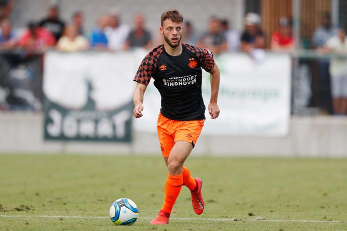 Bart Ramselaar in het nieuwe seizoen van PSV, waarin hij meestentijds nog in actie komt als back.