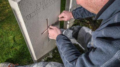 """Commonwealth War Graves Commission, op bezoek bij de steenkapper: """"Niet om ter snelst iets afwerken, wel om ter mooist"""""""