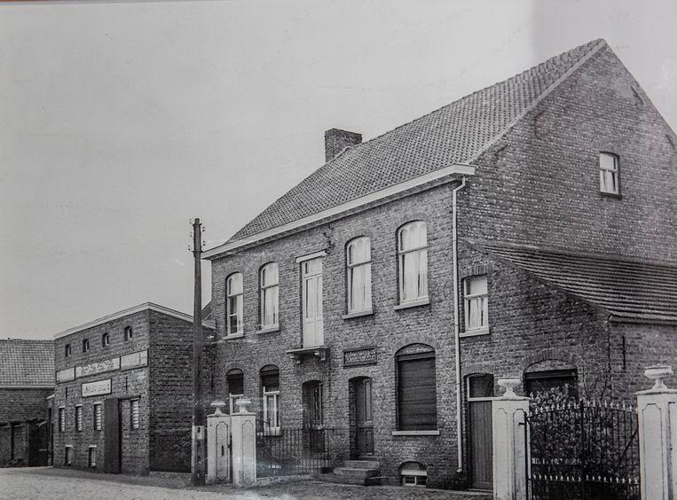 De oude brouwerij van de familie Decock langs de Esenweg 31-33 die in 2003 tegen de vlakte ging.