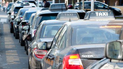 Lydia Peeters maakt komaf met 15 minuten wachttijd voor taxi's