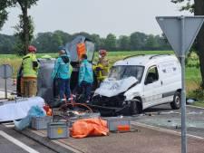 Ravage bij rotonde in Gendringen: 3 personen naar ziekenhuis na ernstig ongeluk