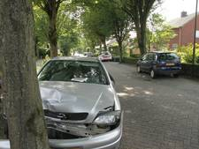Automobilist botst tegen auto's en boom in Mariahout