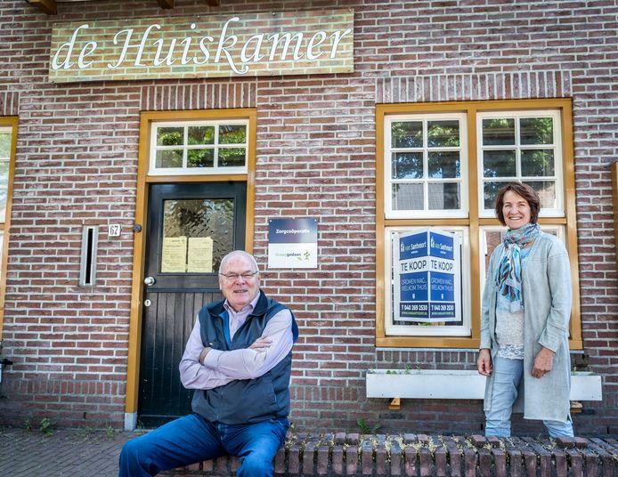 De Huiskamer in Leende gaat sluiten. Graaggedaan moet opzoek naar een nieuwe locatie. Dit tot verdriet van Geert Hut (links) en Diny Simkens.
