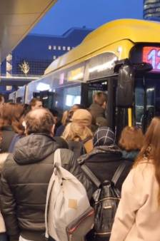 Gaat iemand 'sardientjeslijn' 12 naar de Uithof missen? 'De bus is wel betrouwbaar'
