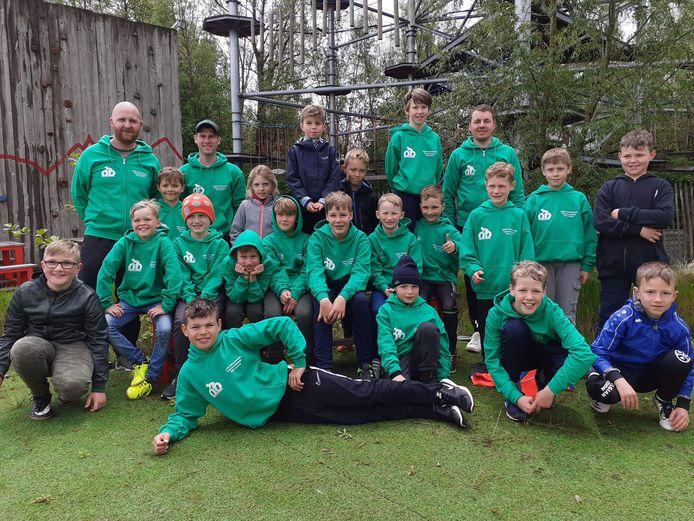 Tijdens de voorbereiding op het seizoen gingen de miniemen van Onder Ons Parike even op teambuilding.