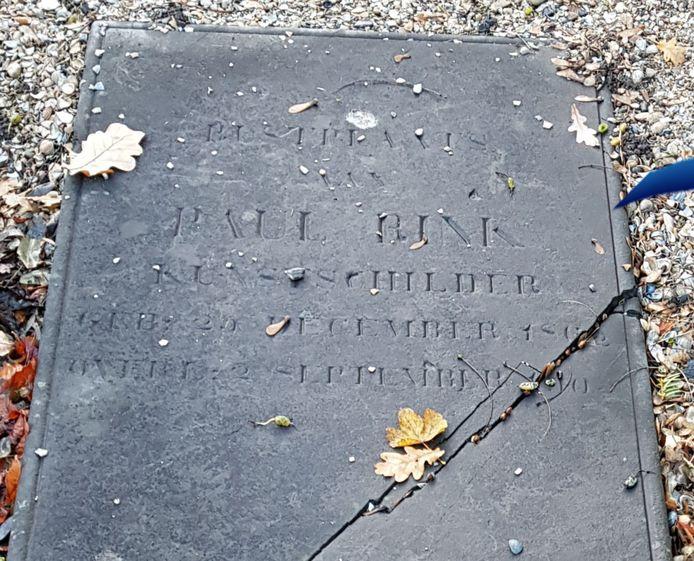 Het graf van Paul Rink voor het herstel.