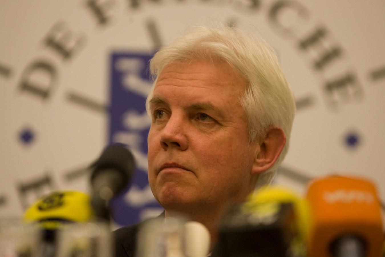 Wiebe Wieling in 2012 toen hij ondanks de hoge verwachtingen moest melden dat de Elfstedentocht niet door kon gaan.
