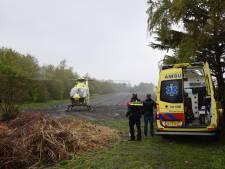 Fietser afgevoerd met traumaheli na ongelukkige val in Scharendijke