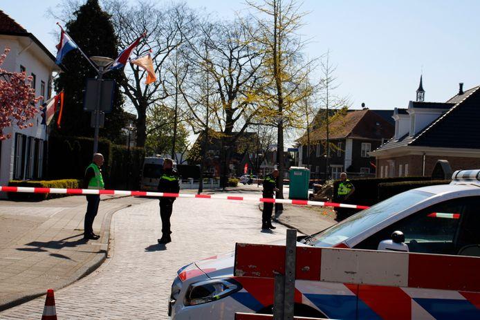 Dinsdagmorgen werd bij twee nieuwbouwwoningen aan de Kwikkelstraat in Dinxperlo een mogelijk vliegtuigbom gevonden.