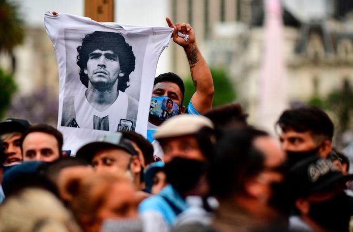 Fans van Maradona eren hun overleden idool.
