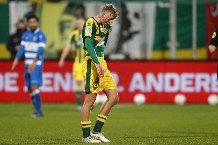 Kees de Boer na zijn vroege wissel tegen PEC Zwolle.