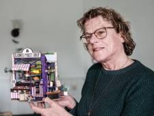 Lenie (67) leeft zich uit met 'knutselen voor volwassenen': winkeltje met kassa en piepklein opschrijfboekje