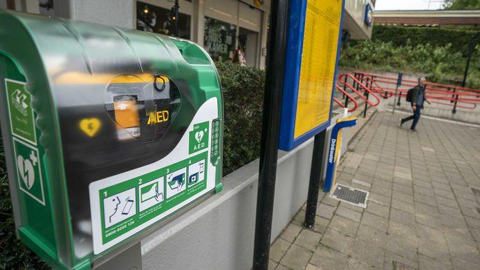 Een automatische externe defibrillators (AED).