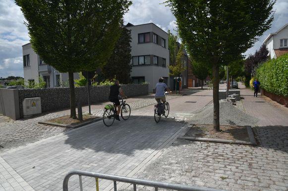 Een deel van de kasseien in de Erpsestraat in Nossegem werd al vervangen door klinkers.