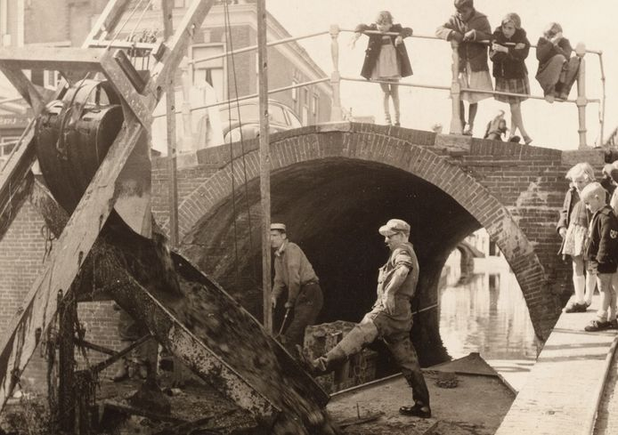 De demping van de Rijn begon in 1958 in Woerden.