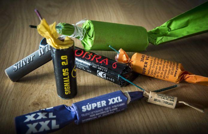 Voorbeelden van illegaal vuurwerk.