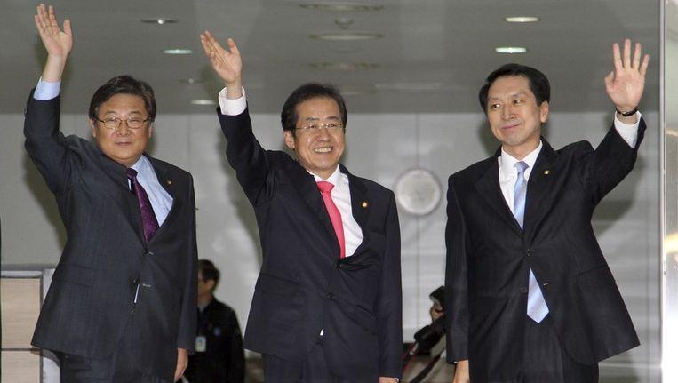 Hong Yoon-Pyo (midden), de leider van de GNP. Beeld reuters