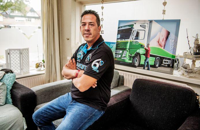 vrachtwagenchauffeur Saiwin Choi -  serie over tekorten op de arbeidsmarkt. Foto: Frank de Roo