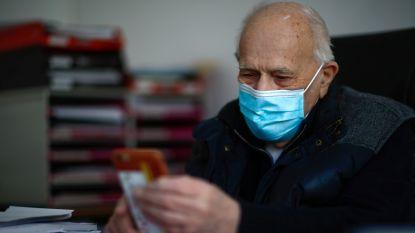 Bijna 99 jaar en nog altijd aan het werk: corona houdt oudste praktiserende dokter van Frankrijk niet tegen