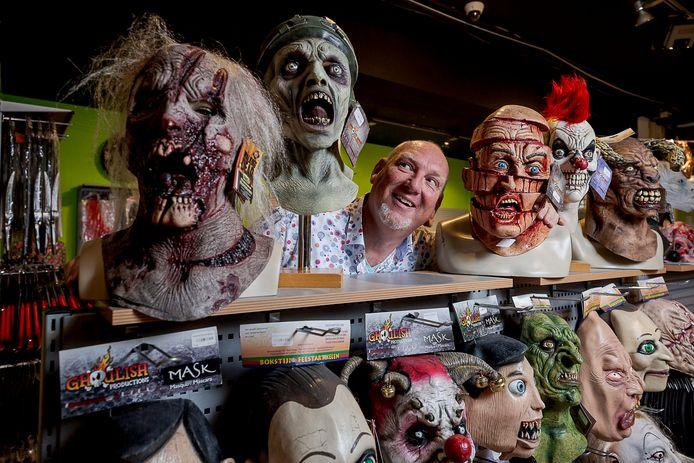Bokstijn in de Schoolstraat gaat nog een maand open voor Halloween, daarna sluit eigenaar Guido Bokstijn de vestiging.