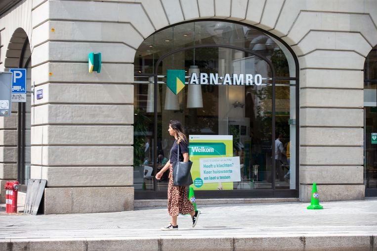 Het filiaal van ABN Amro aan het Leidseplein in Amsterdam. De bank trekt 250 miljoen euro uit voor de compensatie van klanten die te veel rente betaalden over hun doorlopend krediet. Beeld Hollandse Hoogte / Harold Versteeg