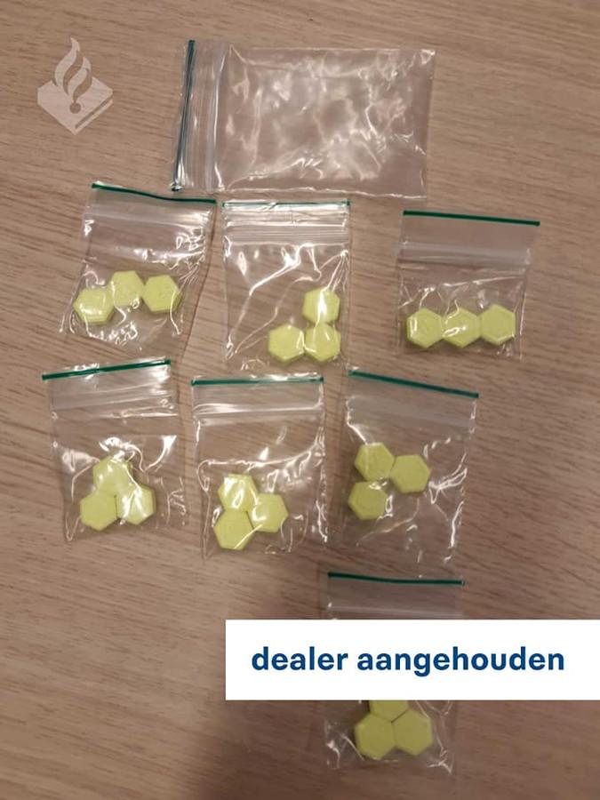 De gevonden drugs en geld in Den Bosch.