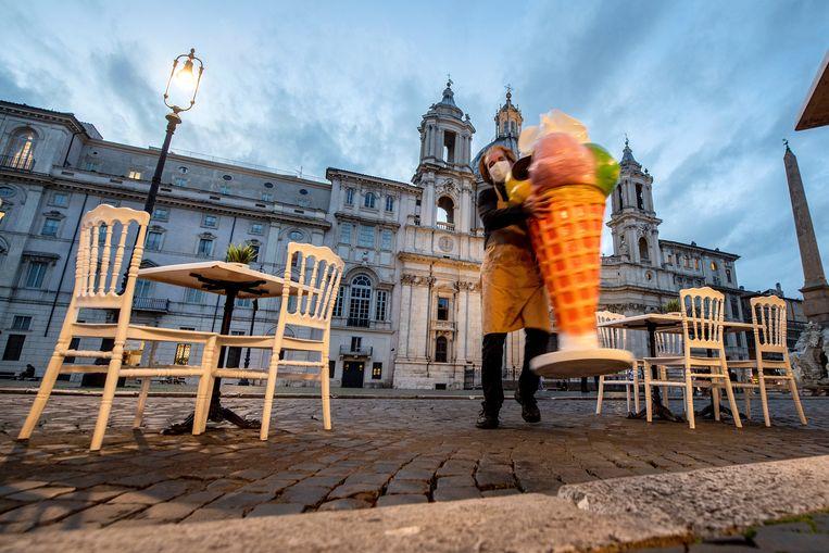 Vanwege de oplopende coronacijfers moeten veel Italiaanse bars en restaurants tijdelijk sluiten.  Beeld Hollandse Hoogte / AFP
