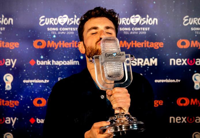 Winnaar Duncan Laurence na afloop van de finale van het Eurovisie Songfestival.