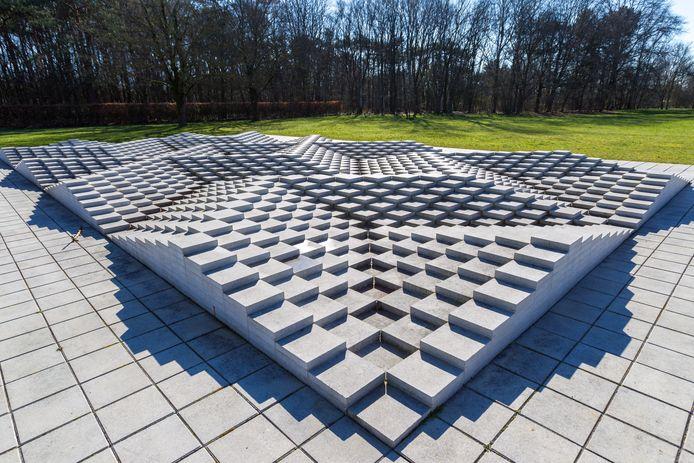 Het tegelreliëf van kunstenaar Ad Dekkers in het Ploegpark in Bergeijk