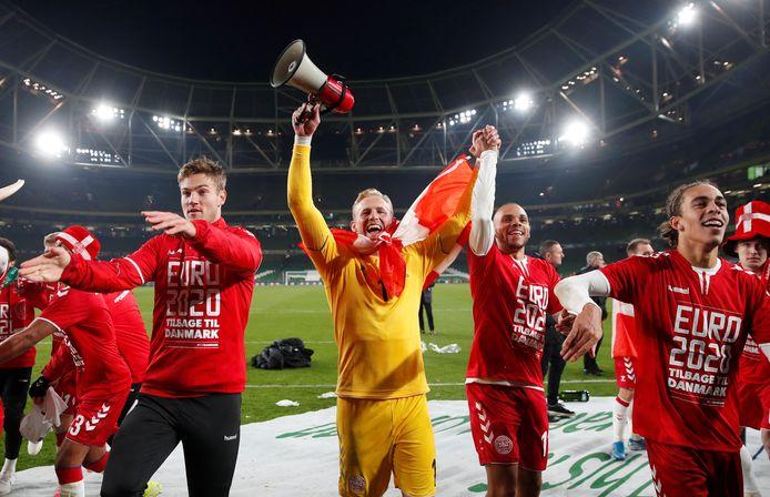 Kasper Schmeichel viert feest met Denemarken.