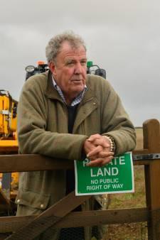 Beginnend boer Jeremy Clarkson kocht een gigantische tractor van Lamborghini