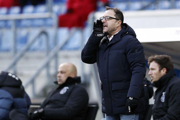 Zeljko Petrovic tijdens zijn debuut in het Koning Willem II stadion. Beeld ANP