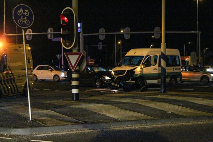Veel schade na ongeluk in Arnhem.