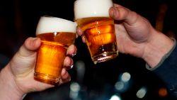 Bromfietsers zijn zo dronken dat alcoholtester van politie het begeeft